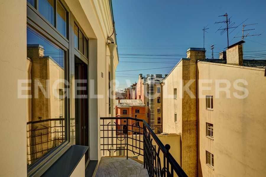 Элитные квартиры в Центральном районе. Санкт-Петербург, 4-я Советская ул, 9. Балкон в гостиной