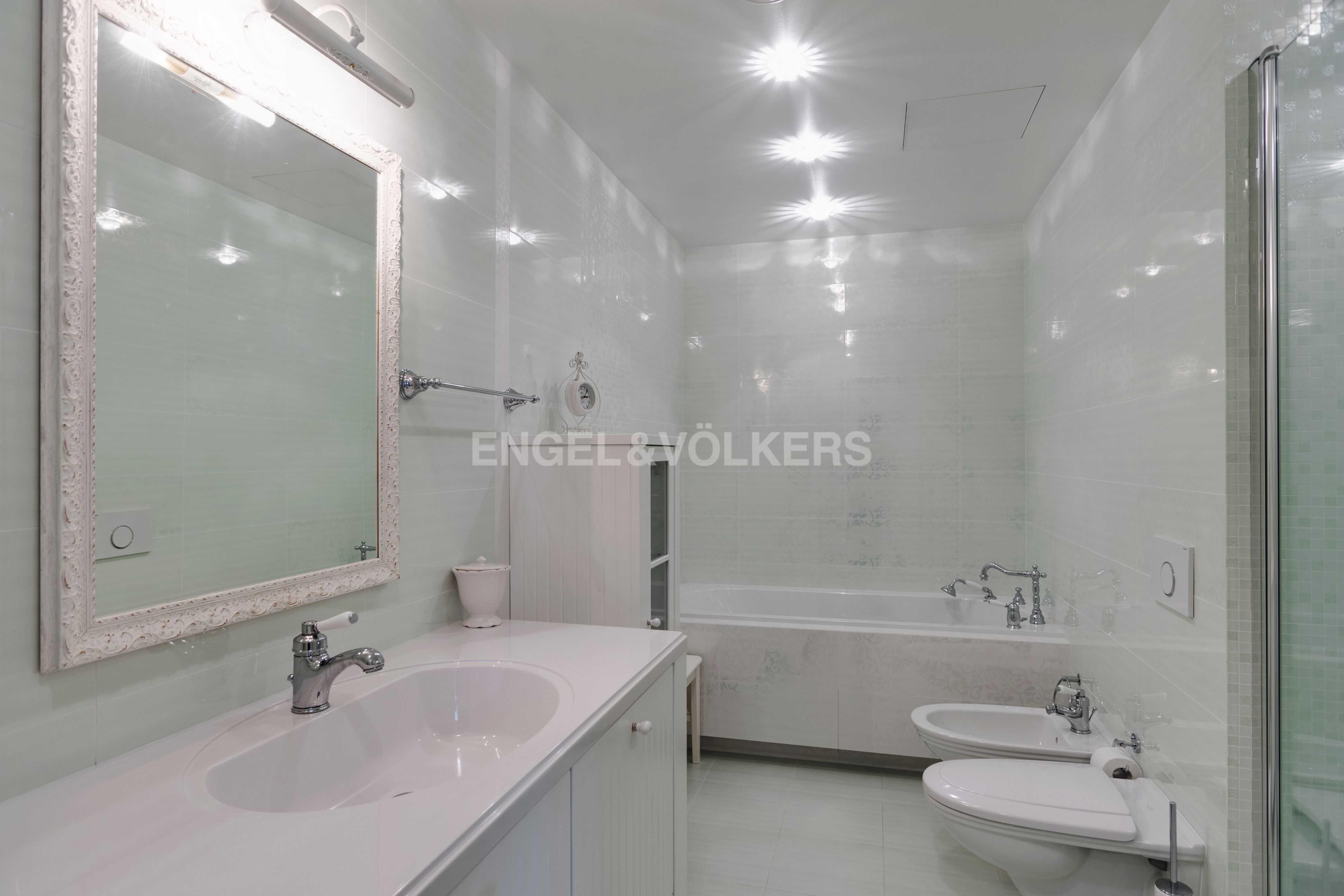 Элитные квартиры в Центральном районе. Санкт-Петербург, Тверская ул., 1A . Ванная комната в спальне