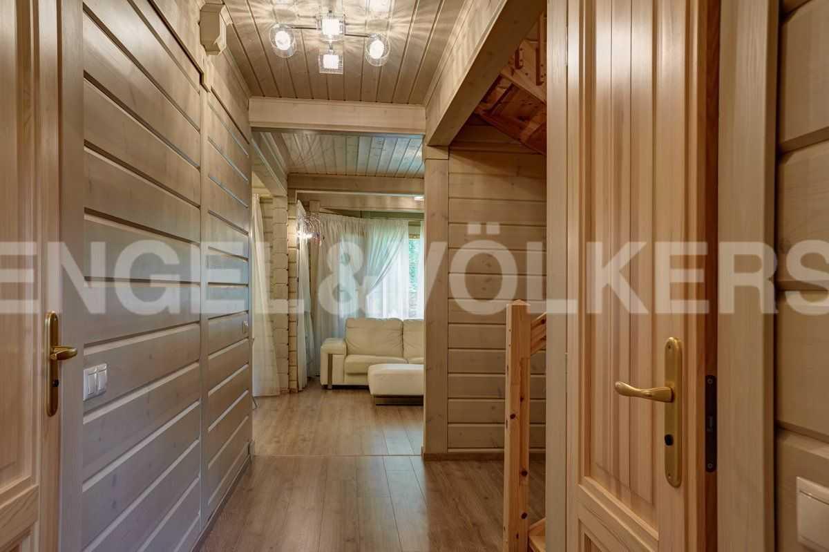 Элитные квартиры в Курортном районе. Санкт-Петербург, п. Репино. Холл второго этажа
