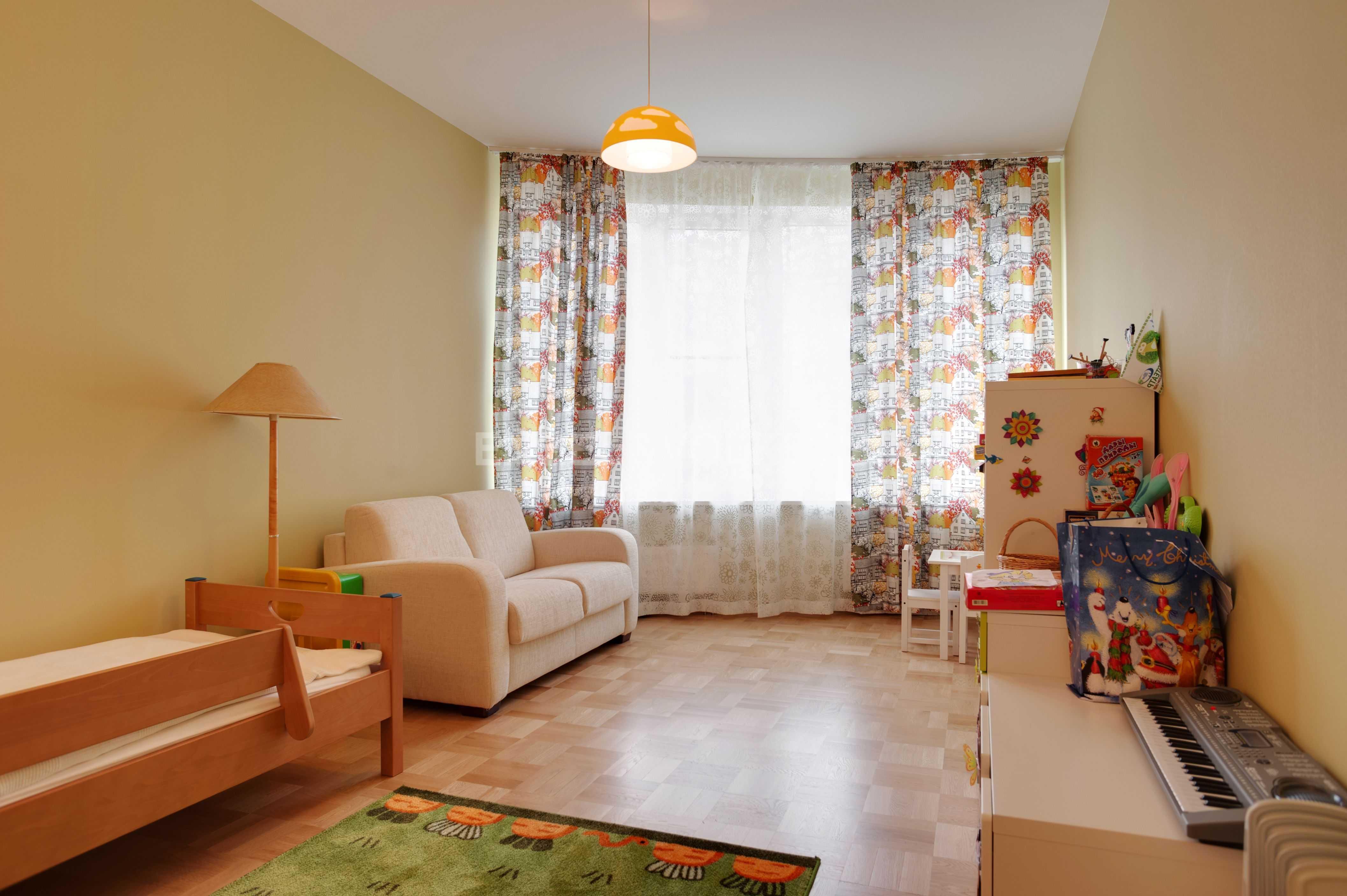 Элитные квартиры в Центральном районе. Санкт-Петербург, Тверская ул., 1A . Детская комната