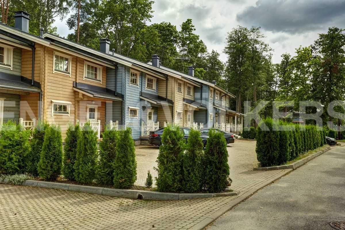 Элитные квартиры в Курортном районе. Санкт-Петербург, п. Репино. Прилегающая территория