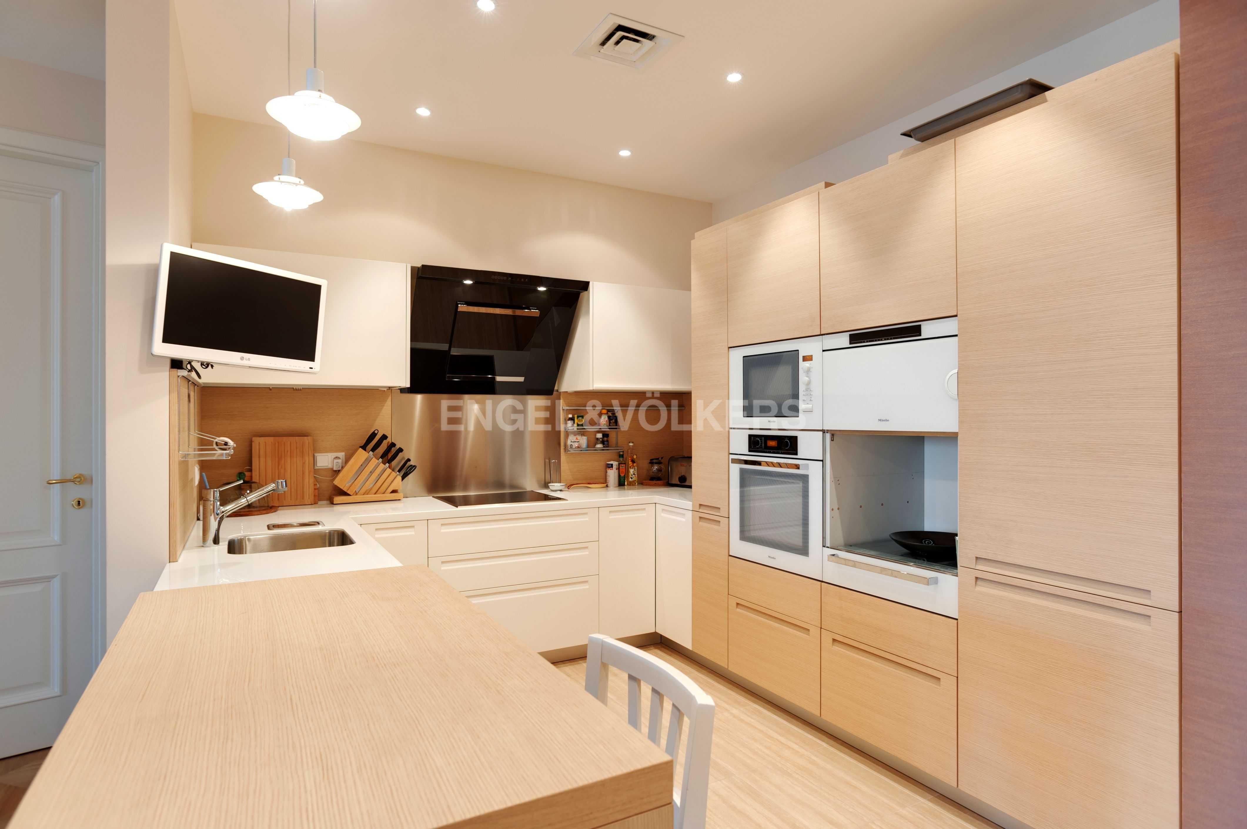 Элитные квартиры в Центральный р-н. Санкт-Петербург, Тверская ул., 1A . Встроенная кухня
