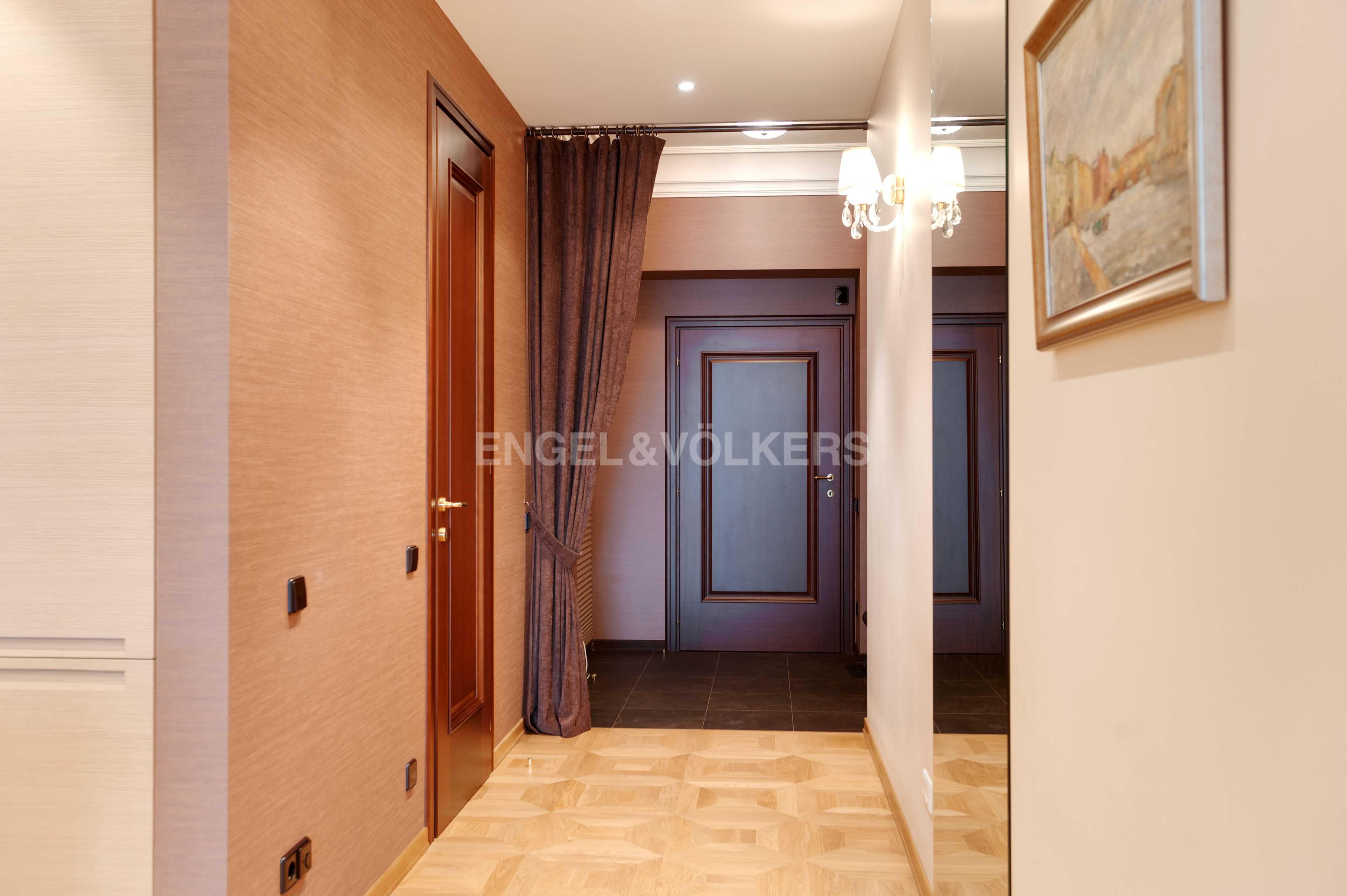 Элитные квартиры в Центральном районе. Санкт-Петербург, Тверская ул., 1A . Холл-прихожая