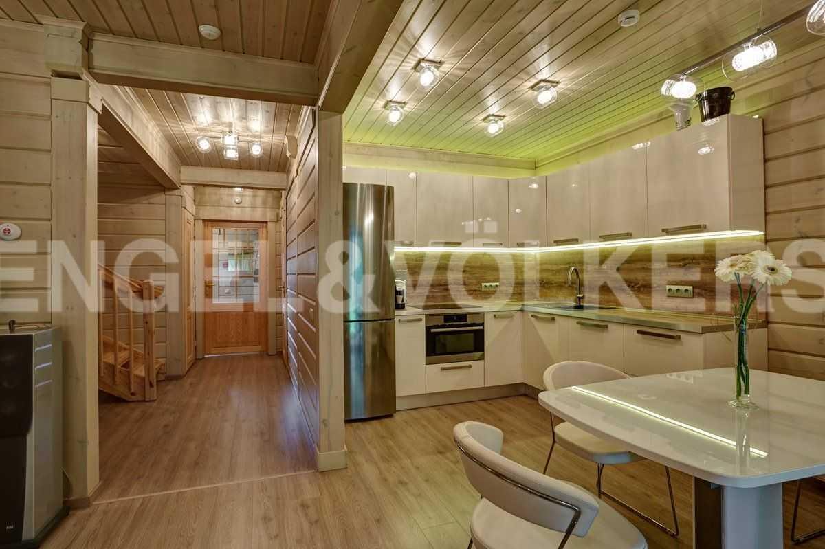 Элитные квартиры в Курортном районе. Санкт-Петербург, п. Репино. Кухня-столовая