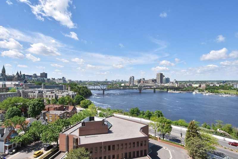 2 апартаменты Аланис Мориссет в городе Оттава за 989 000