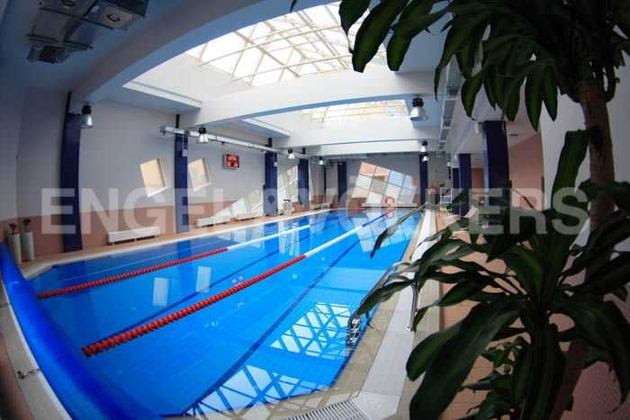 Бассейн в фитнес-центре Парус в комплексе