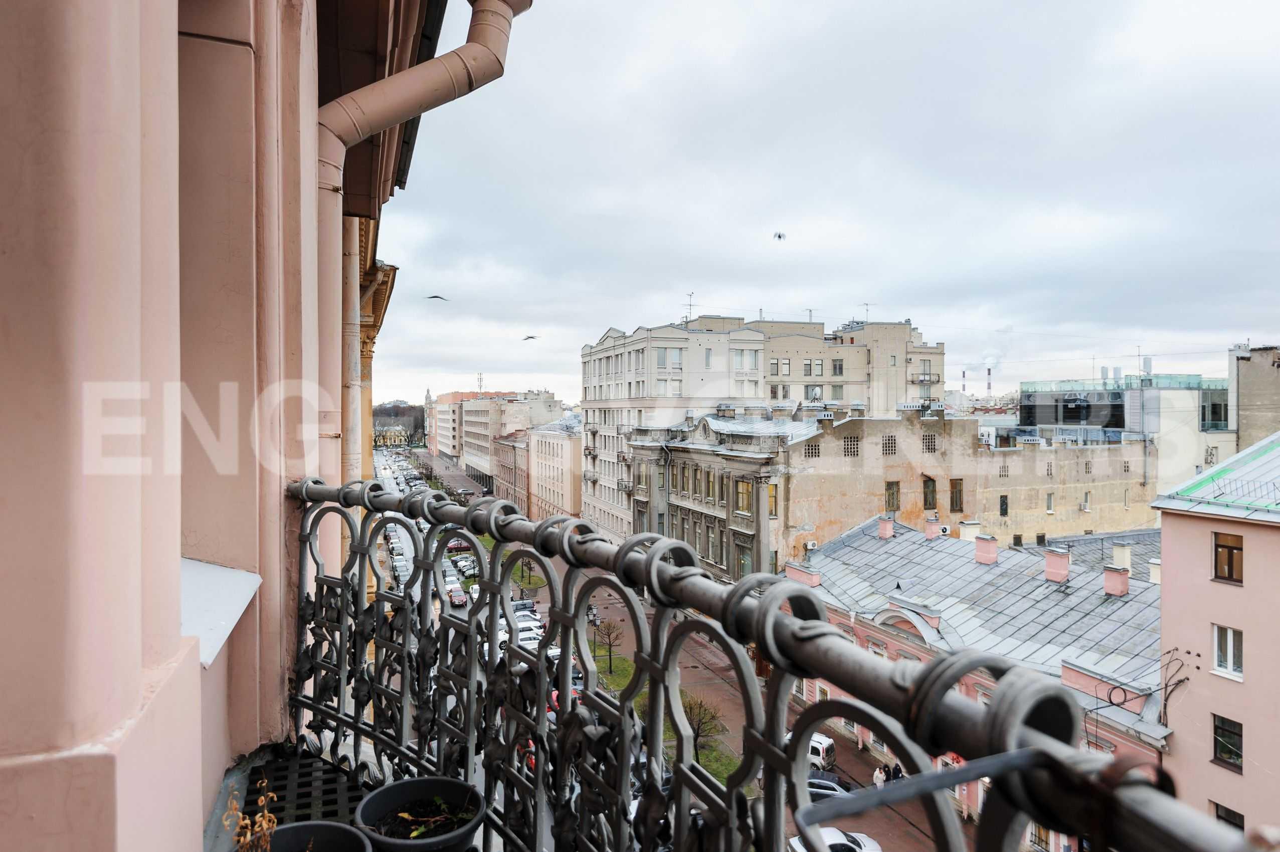 Элитные квартиры в Центральном районе. Санкт-Петербург, Захарьевская, 16. Вид с балкона в сторону Таврического-сада