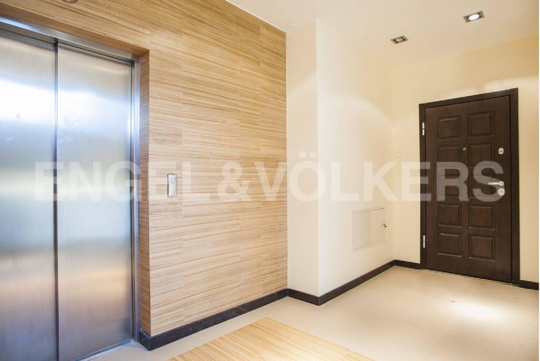 Элитные квартиры на . Санкт-Петербург, Морской проспект, дом 28. Бесшумные лифты KONE