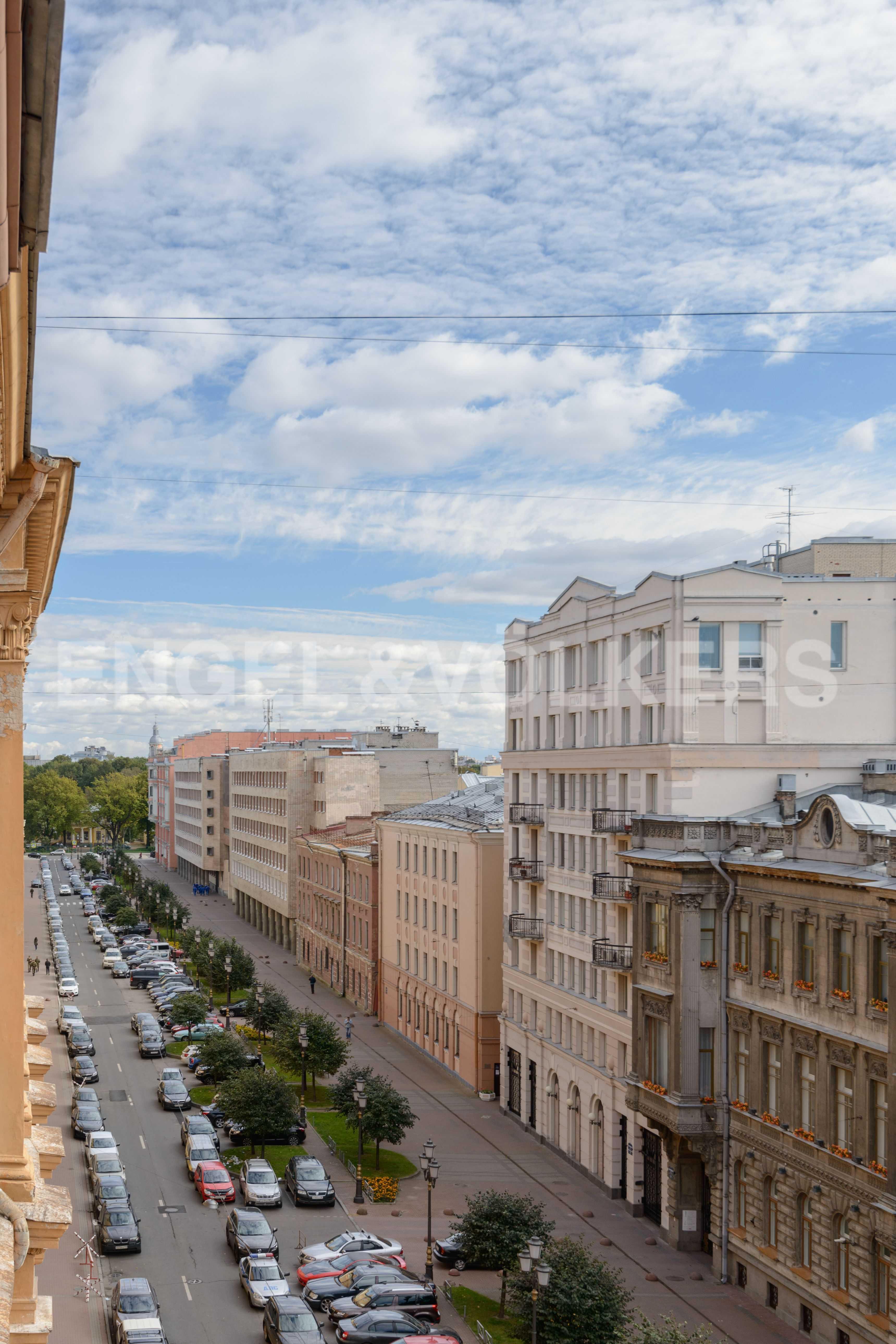 Элитные квартиры в Центральном районе. Санкт-Петербург, Захарьевская, 16. Вид в сторону Таврического сада