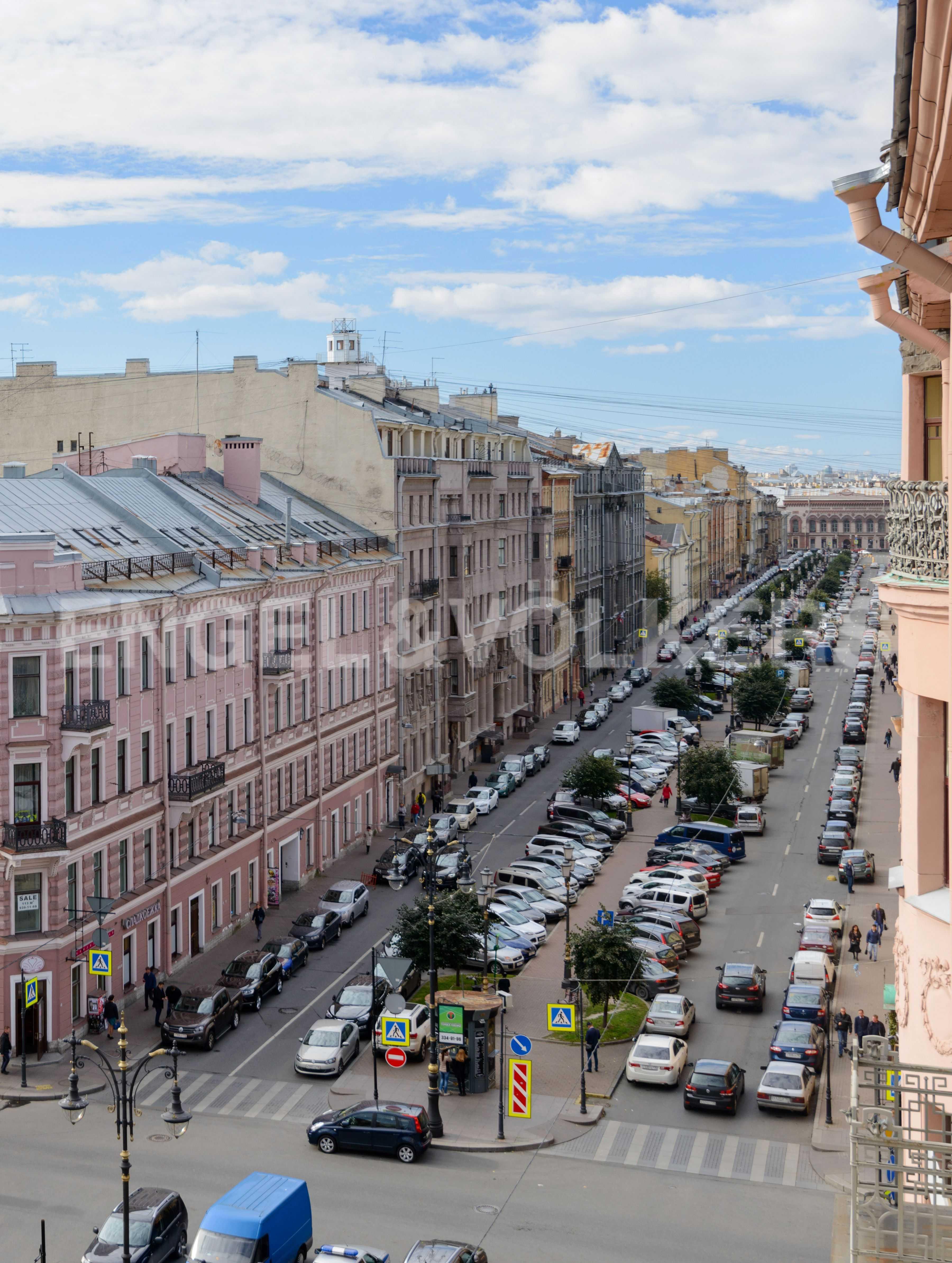 Элитные квартиры в Центральном районе. Санкт-Петербург, Захарьевская, 16. Вид с балкона в сторону прогулочной зоны