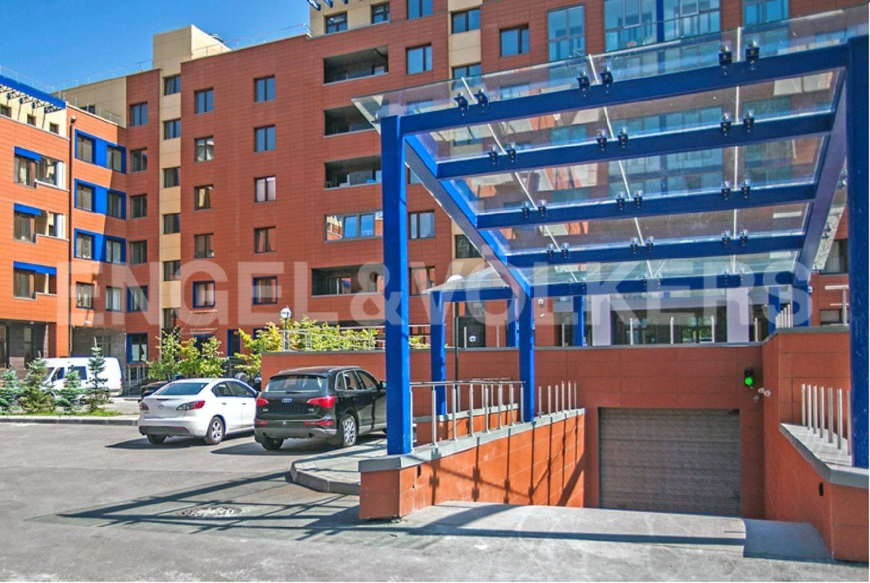 Элитные квартиры на . Санкт-Петербург, Морской проспект, дом 28. Въезд в паркинг