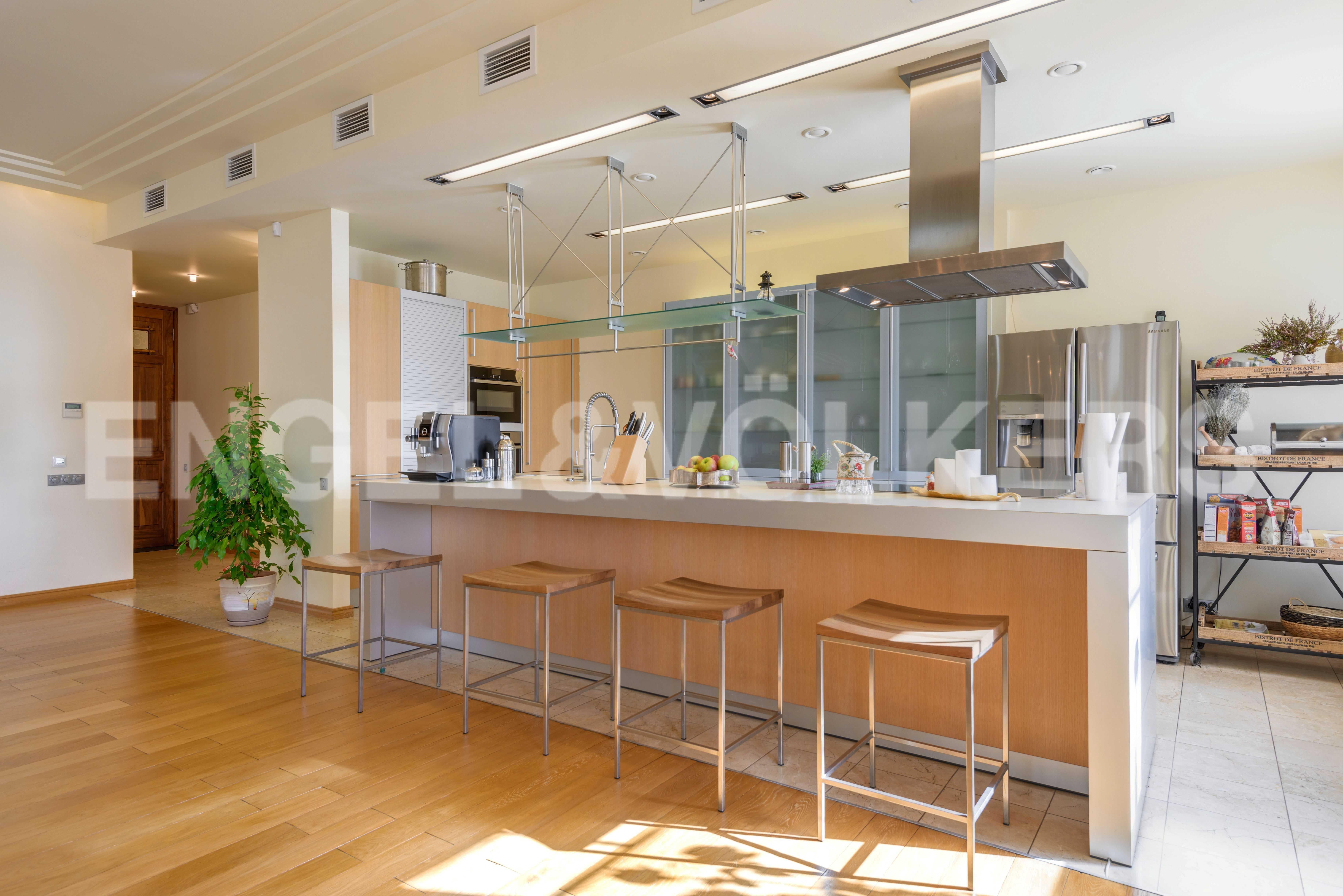 Элитные квартиры в Центральный р-н. Санкт-Петербург, Захарьевская, 16. Зона встроенной кухни
