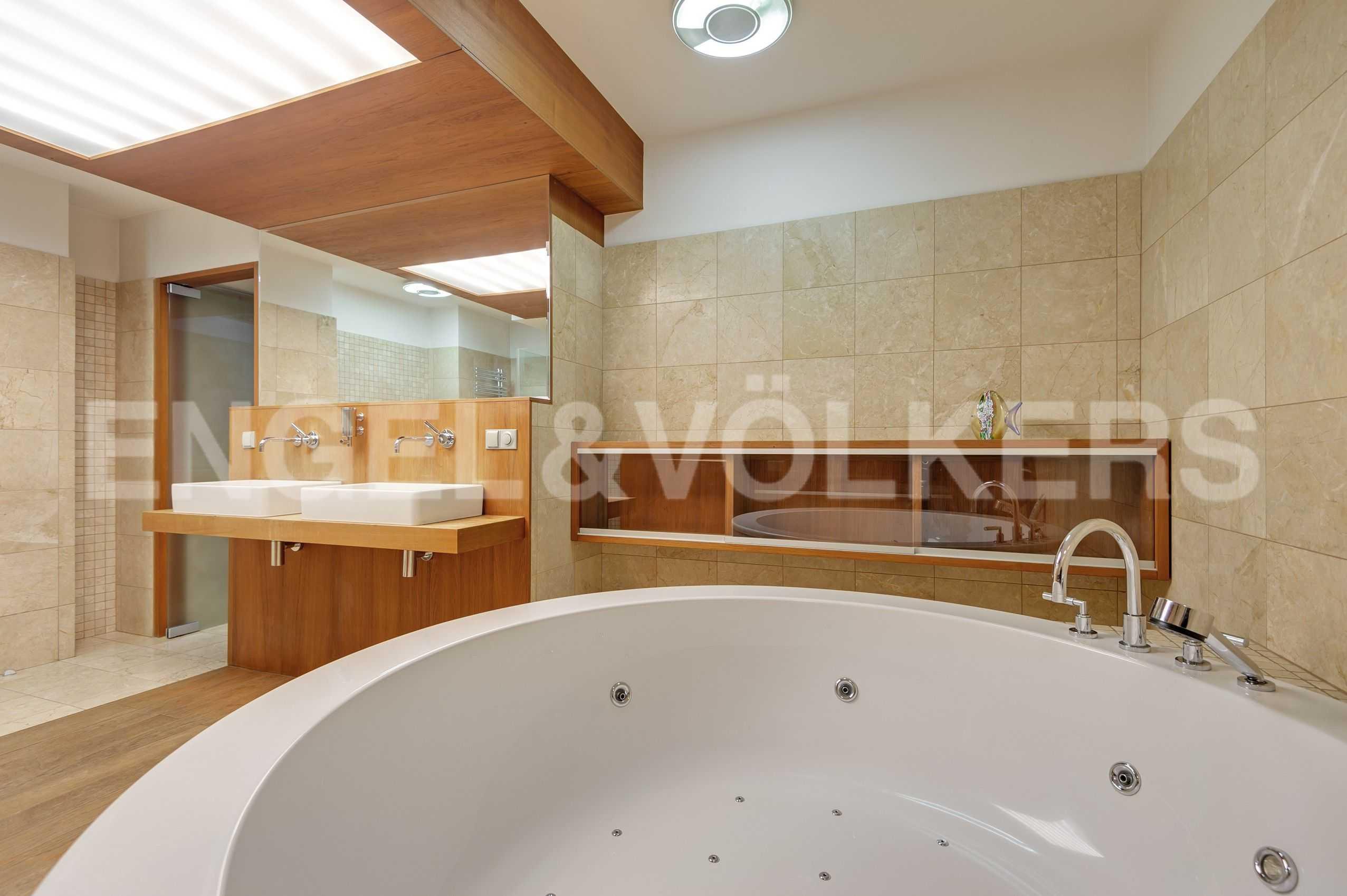Элитные квартиры в Центральный р-н. Санкт-Петербург, Захарьевская, 16. Джакузи в ванной комнате