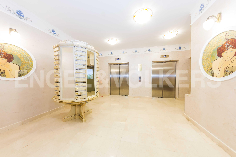 Элитные квартиры в Центральном районе. Санкт-Петербург, Большой Сампсониевский пр., д.4. Скоростные бесшумные лифты в парадной