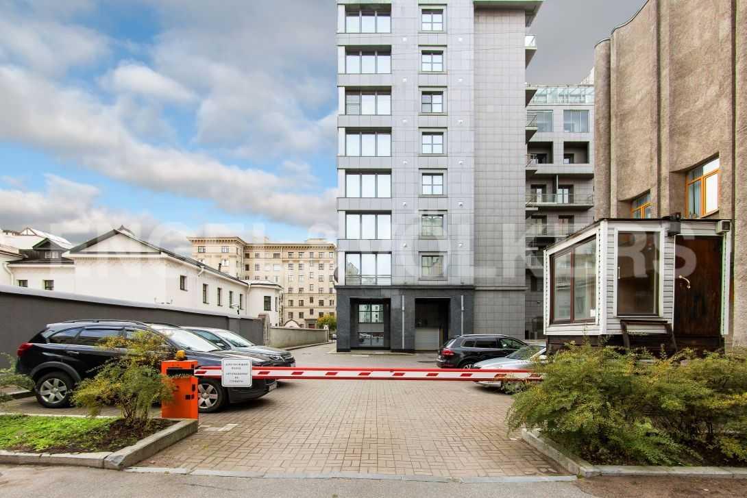 Элитные квартиры в Центральном районе. Санкт-Петербург, Тверская, 6 . Охраняемая гостевая парковка
