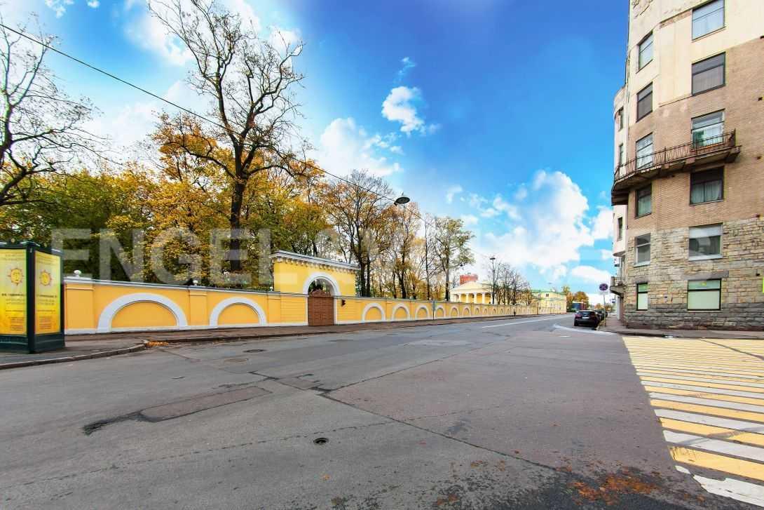 Элитные квартиры в Центральном районе. Санкт-Петербург, Тверская, 6 . Таврический сад в шаговой доступности