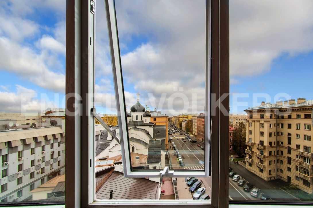 Элитные квартиры в Центральном районе. Санкт-Петербург, Тверская, 6 . Вид на храм