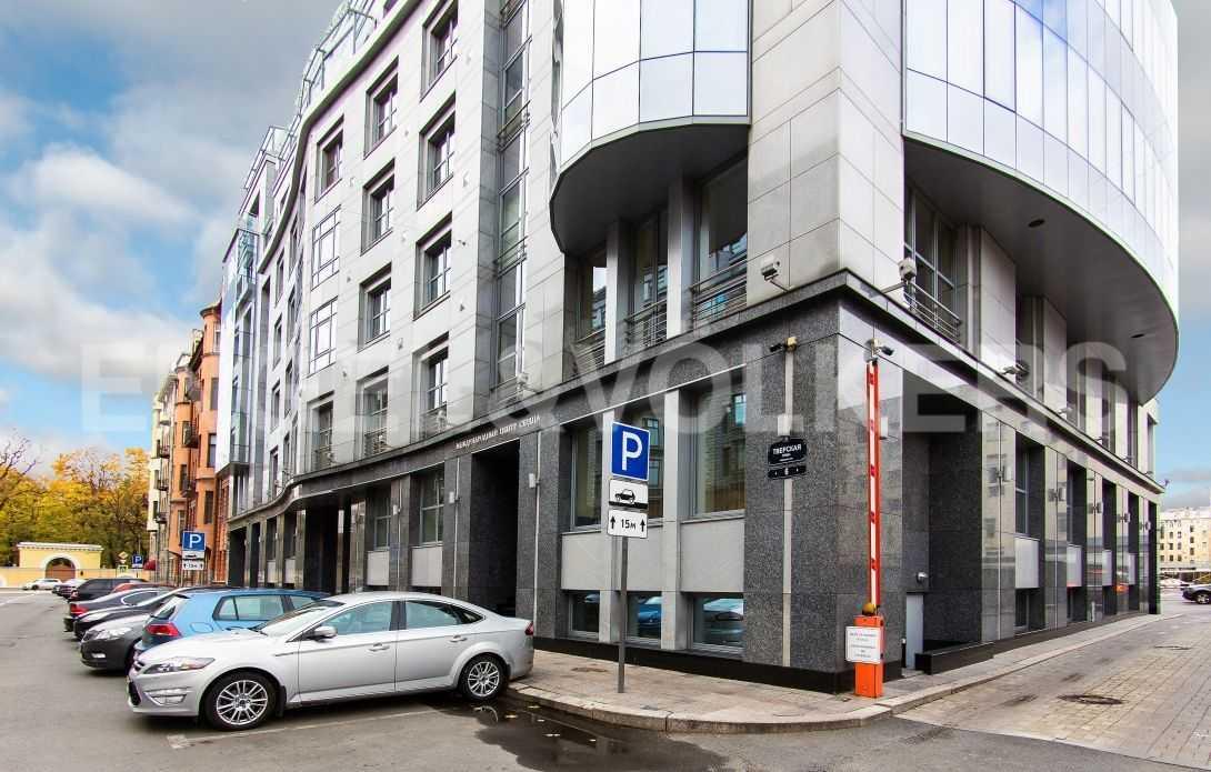 Элитные квартиры в Центральном районе. Санкт-Петербург, Тверская, 6 . Фасадная сторона дома