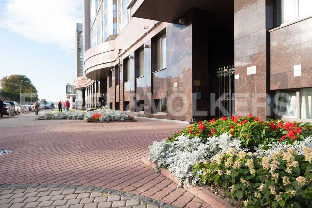 Элитные квартиры в Центральном районе. Санкт-Петербург, Большой Сампсониевский пр., д.4. Ландшафтное окружение около дома