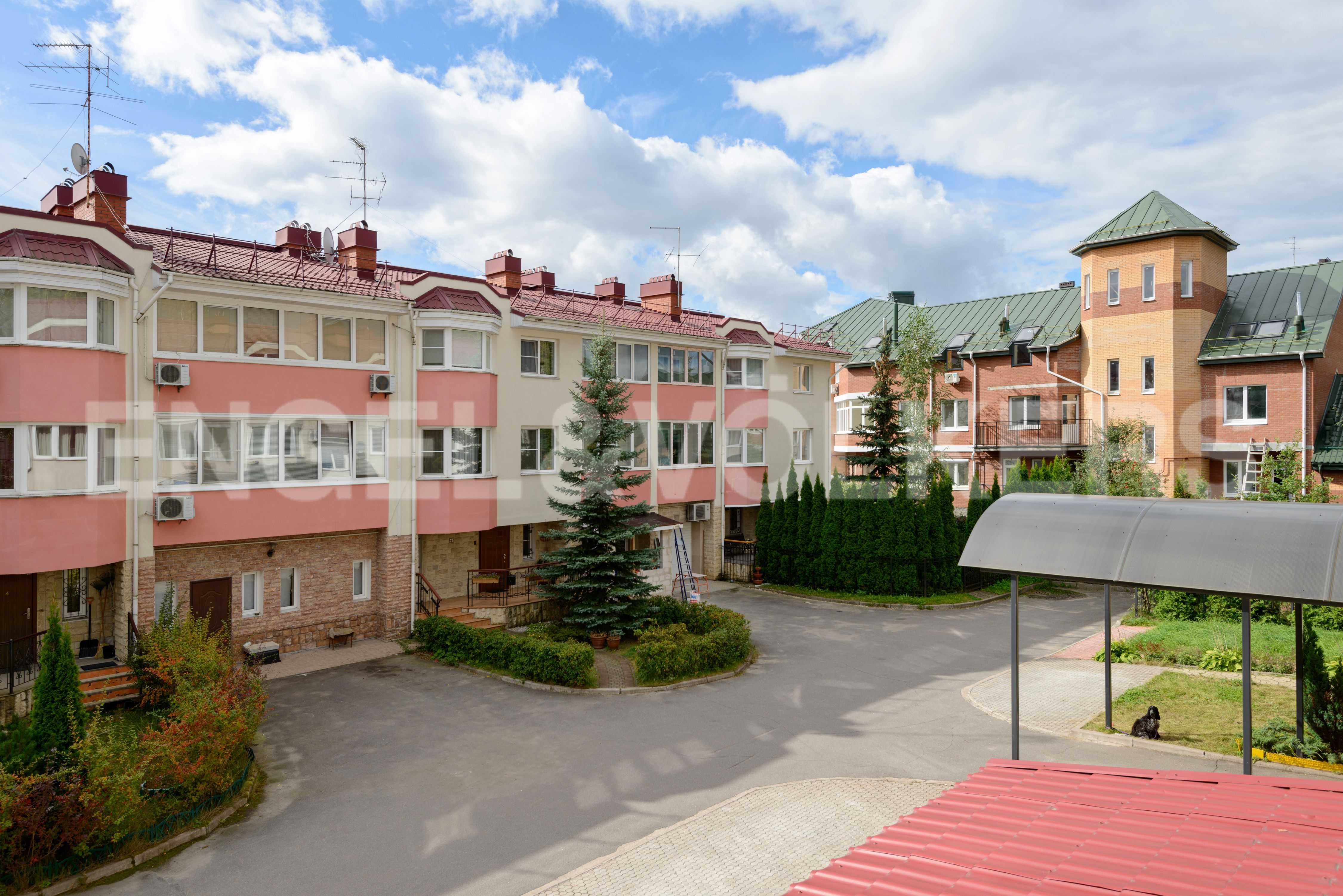 Элитные квартиры в Других районах области. Санкт-Петербург, Тбилисская, 22 . Вид из окон