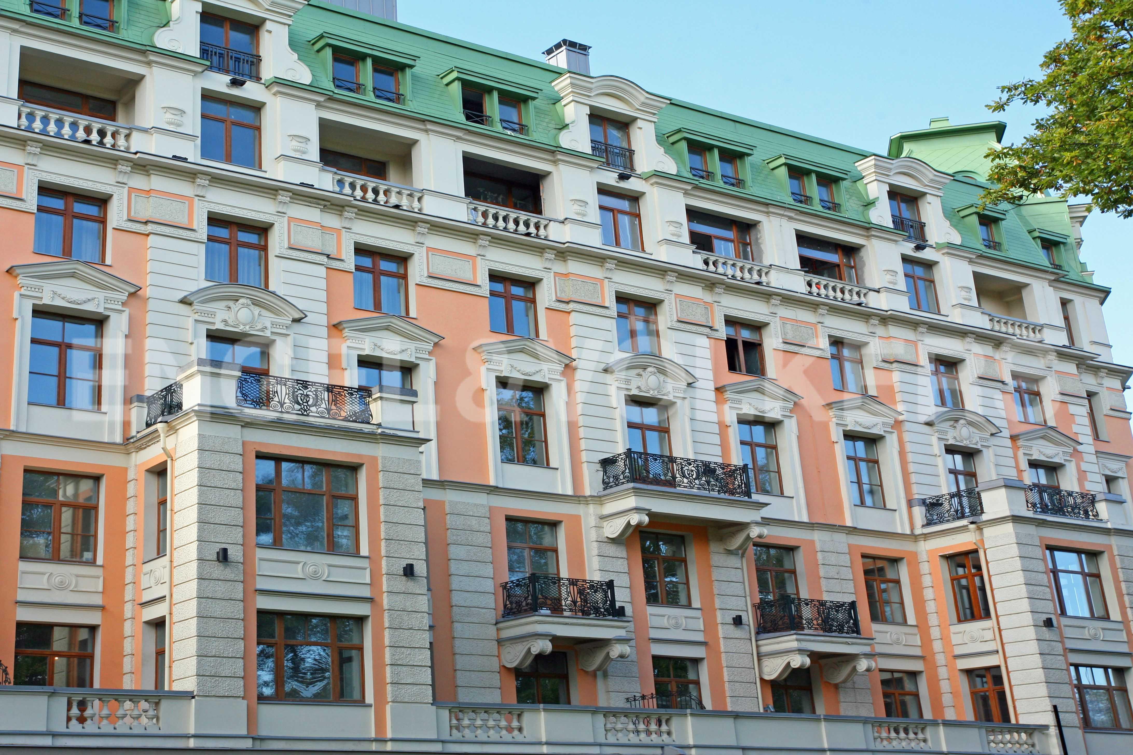 Элитные квартиры на Крестовском острове. Санкт-Петербург, Динамо,12. Восточная сторона дома. Вид на сквер