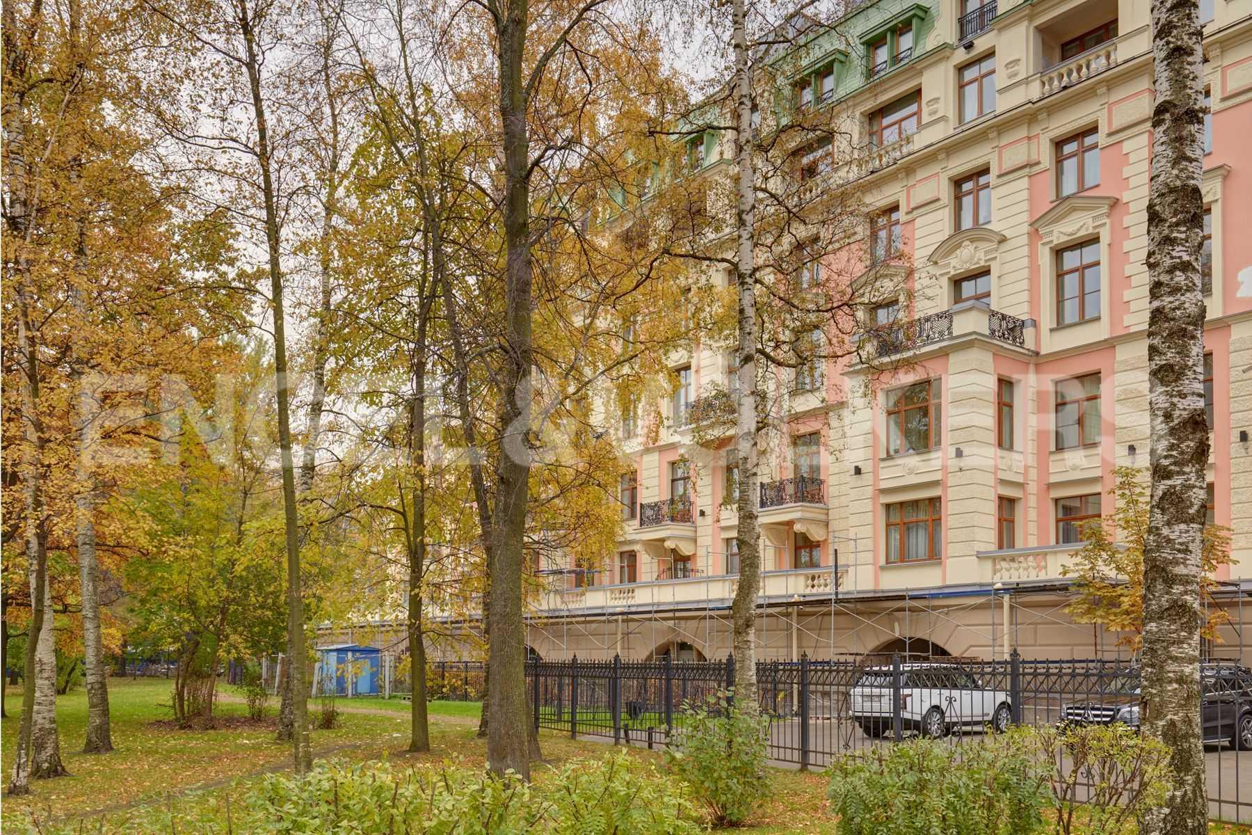 Элитные квартиры на . Санкт-Петербург, Динамо,12. Сквер под окнами