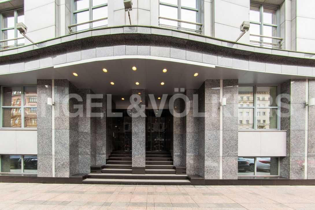 Элитные квартиры в Центральном районе. Санкт-Петербург, Тверская, 6 . Парадный вход