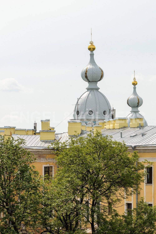 Вид из окон в сторону Смольного собора
