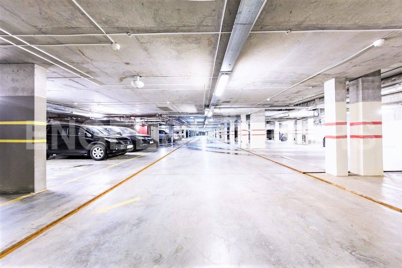 Элитные квартиры на . Санкт-Петербург, Морской проспект, 24. Подземный паркинг. Лифт спускается в паркинг