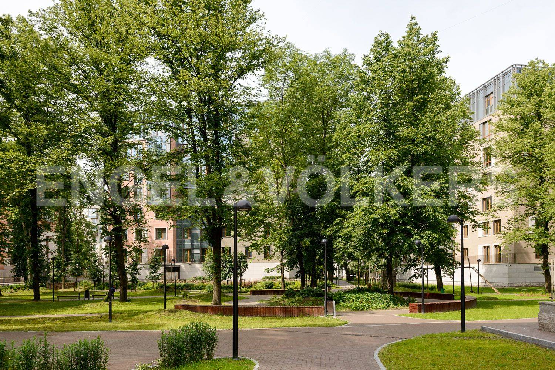 Элитные квартиры в Центральном районе. Санкт-Петербург, ул.Смольного. Парковая территория комплекса