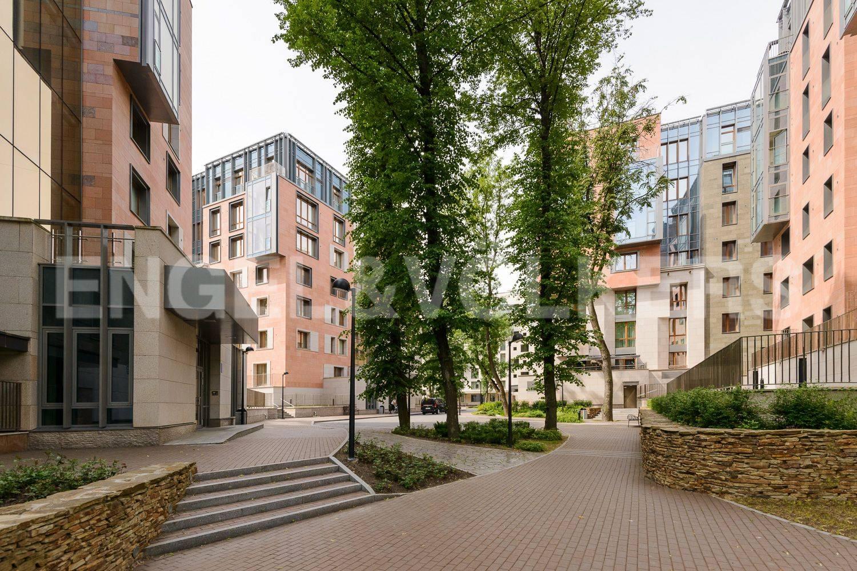 Элитные квартиры в Центральном районе. Санкт-Петербург, ул.Смольного. Фасады корпусов комплекса