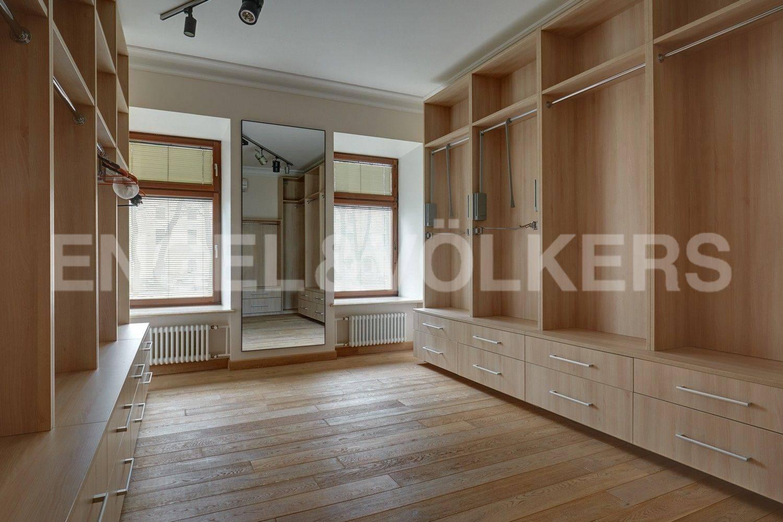 Элитные квартиры в Центральном районе. Санкт-Петербург, Конногвардейский бульвар, 13. Гардеробная комната (или вторая спальня)