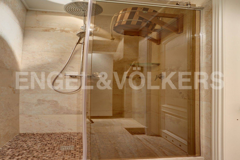 Элитные квартиры в Центральном районе. Санкт-Петербург, Конногвардейский бульвар, 13. Душевая во второй ванной комнате