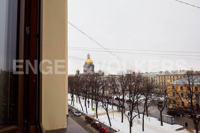 Элитные квартиры в Центральном районе. Санкт-Петербург, Конногвардейский бульвар, 13. Вид из окон на Исаакиевский собор