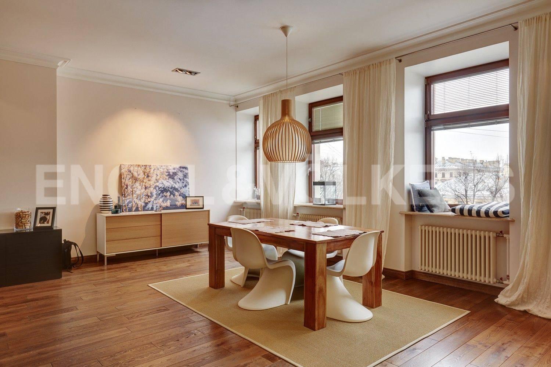 Элитные квартиры в Адмиралтейский р-н. Санкт-Петербург, Конногвардейский бульвар, 13. Зона столовой в гостиной
