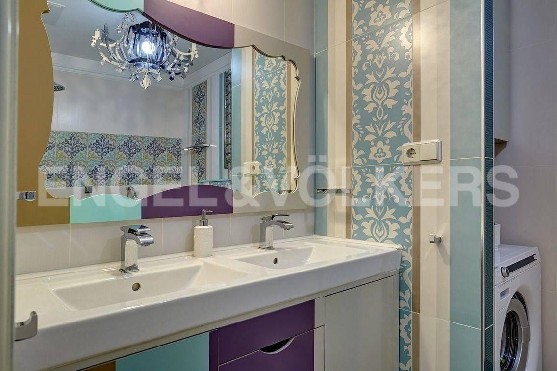 Элитные квартиры в Петроградский р-н. Санкт-Петербург, Барочная, 12. Ванная комната на 2 уровне.