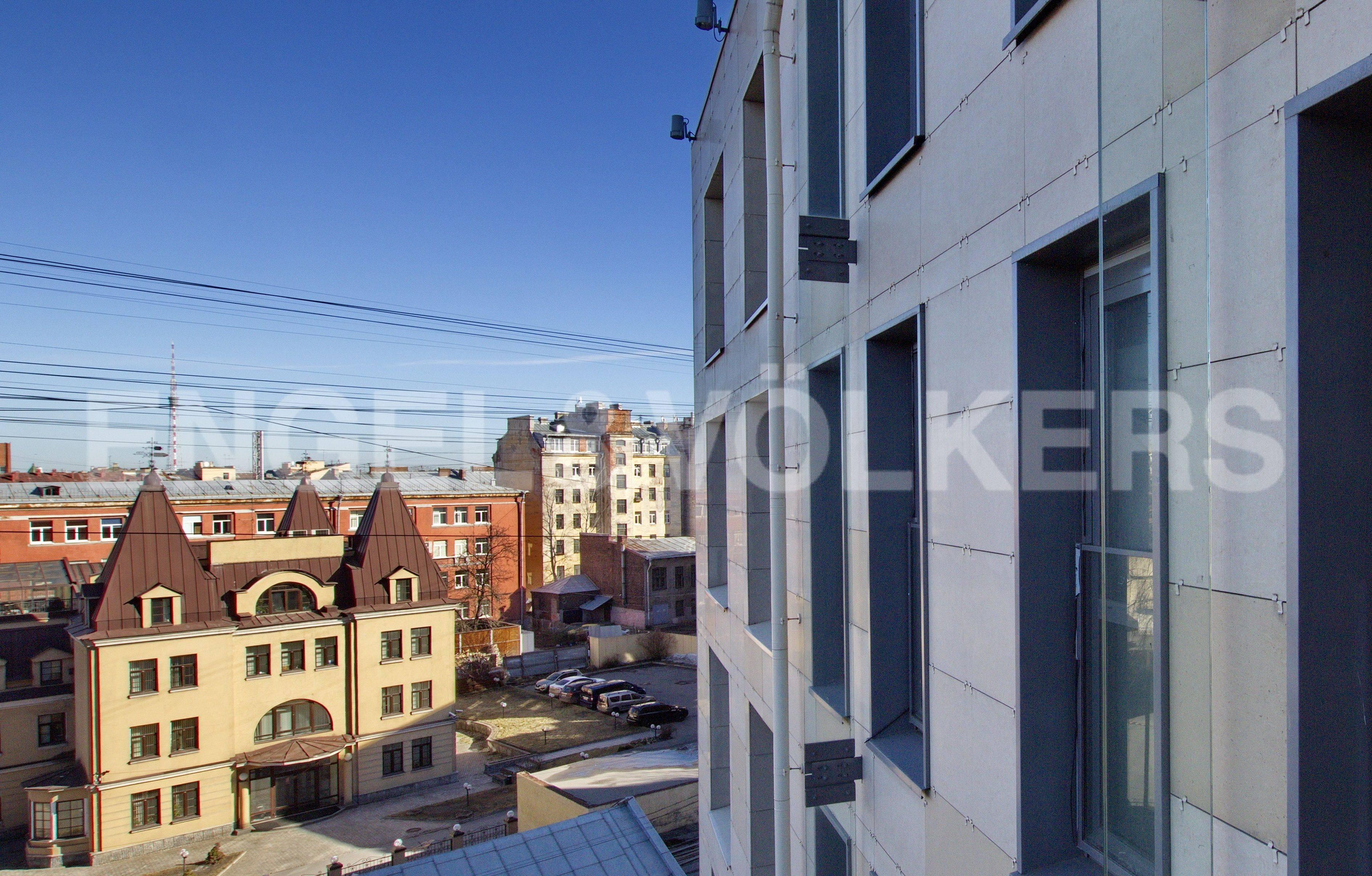 Элитные квартиры в Петроградском районе. Санкт-Петербург, Корпусная улица, 9. Окна на фасадную сторону комплекса