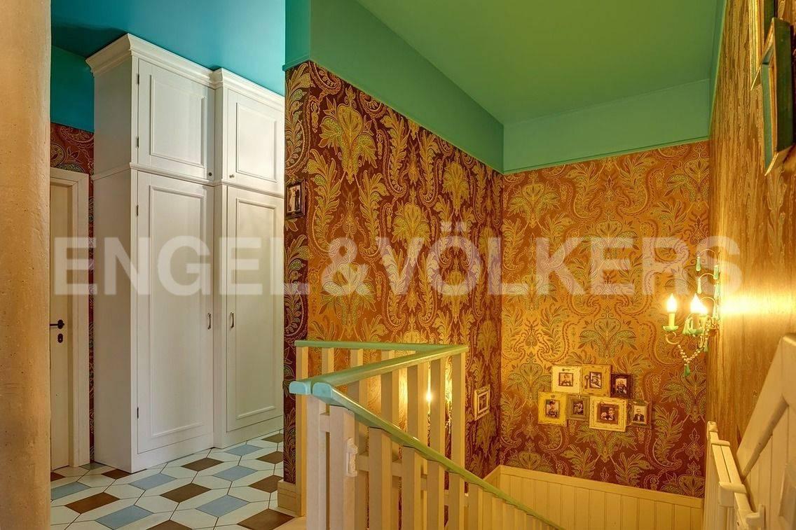 Элитные квартиры в Петроградский р-н. Санкт-Петербург, Барочная, 12. Холл на 2 уровне квартиры.