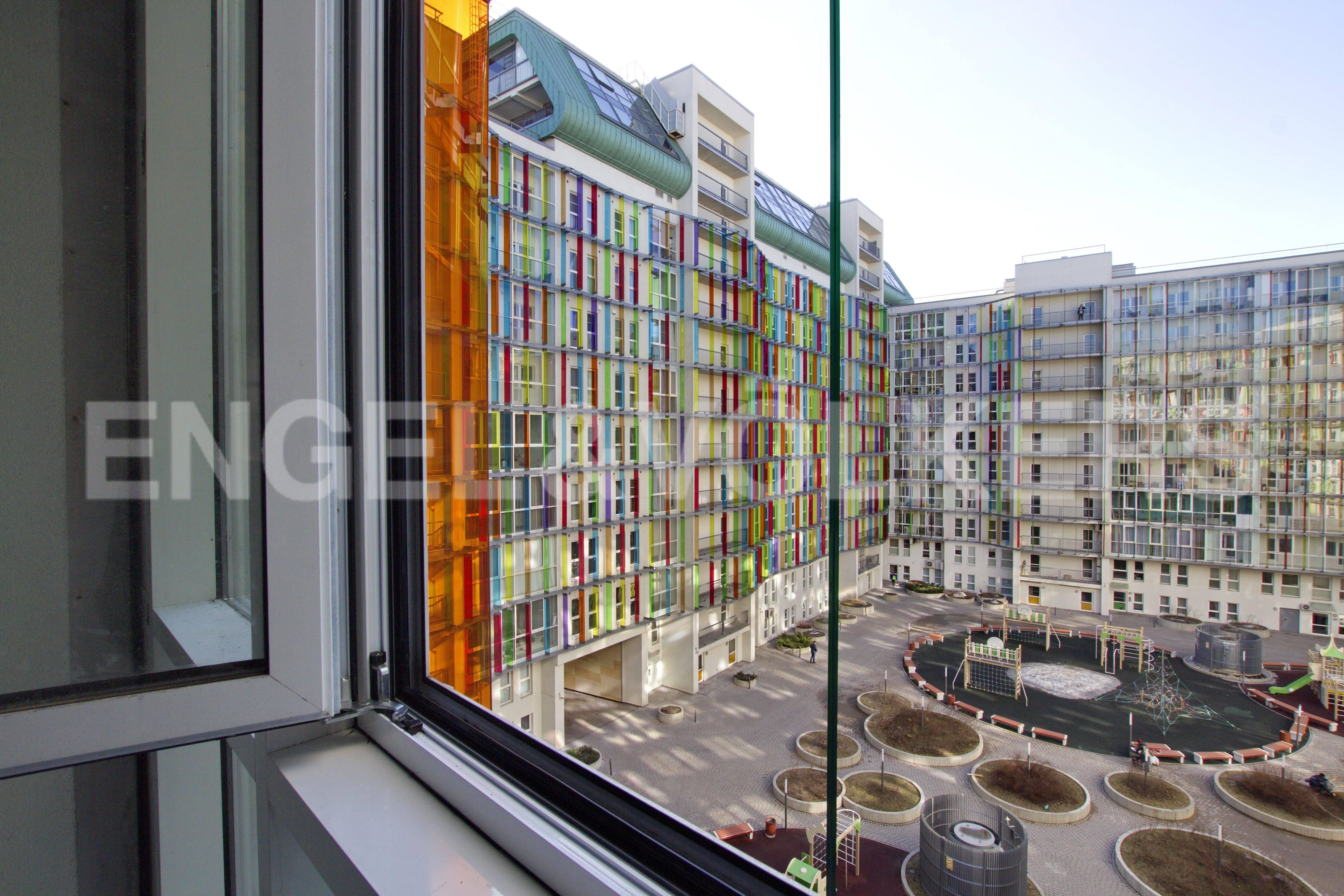 Элитные квартиры в Петроградском районе. Санкт-Петербург, Корпусная улица, 9. Вид из окон на внутреннюю территорию