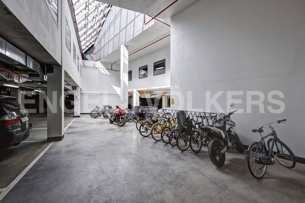 Элитные квартиры в Петроградский р-н. Санкт-Петербург, Барочная, 12. Парковка для велосипедов в паркинге
