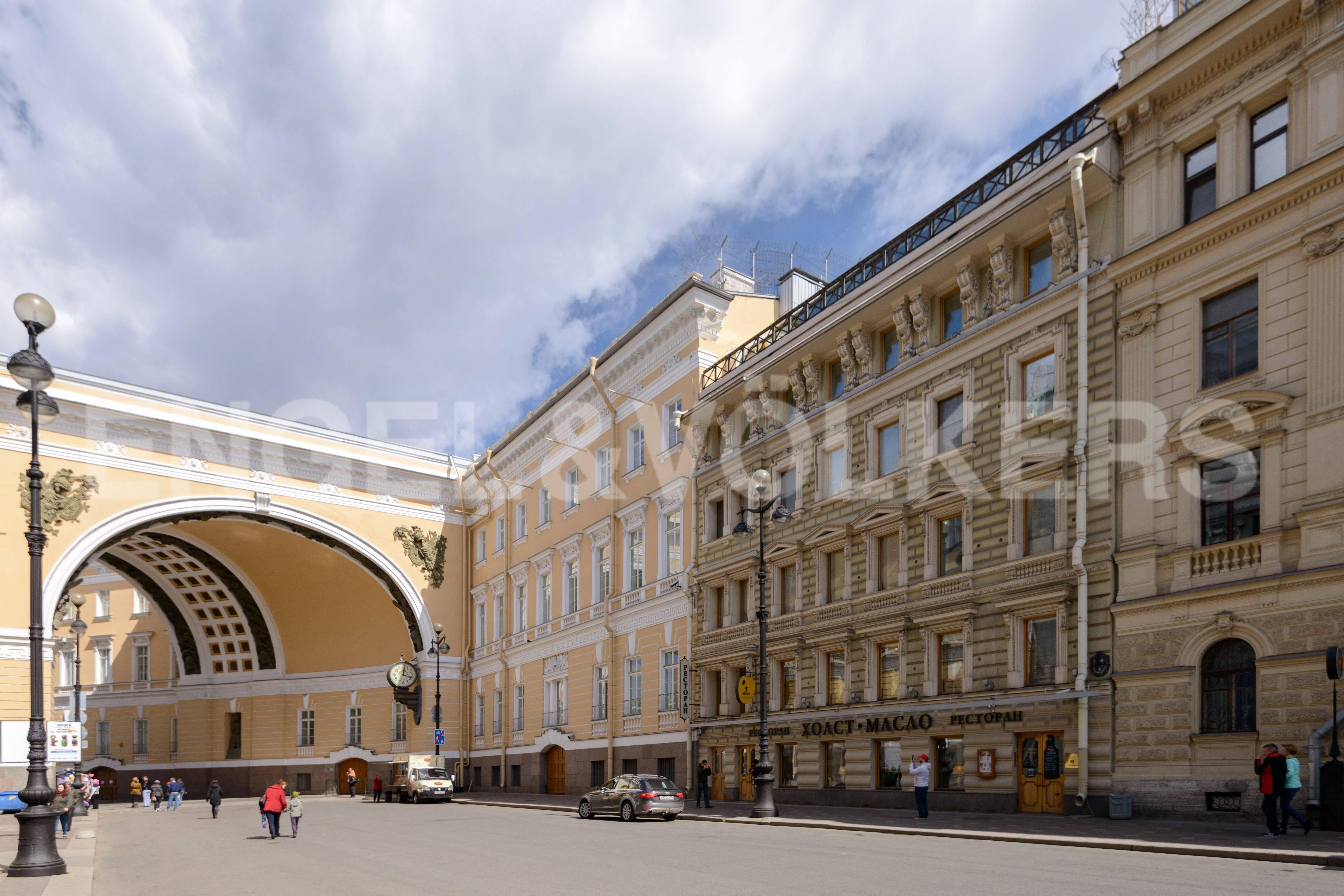 Элитные квартиры в Центральный р-н. Санкт-Петербург, Большая Морская, 4. Дом примыкает к Зданию Главного штаба