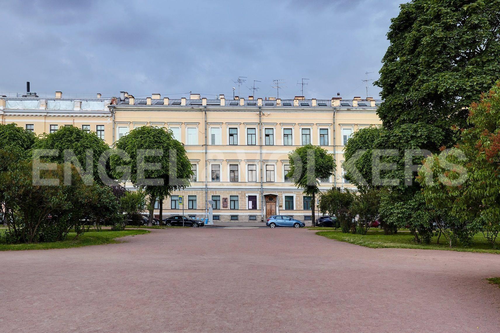 Элитные квартиры в Центральном районе. Санкт-Петербург, Марсово поле, 3. Фасад дома (часть архитектурного ансамбля Марсова поля)