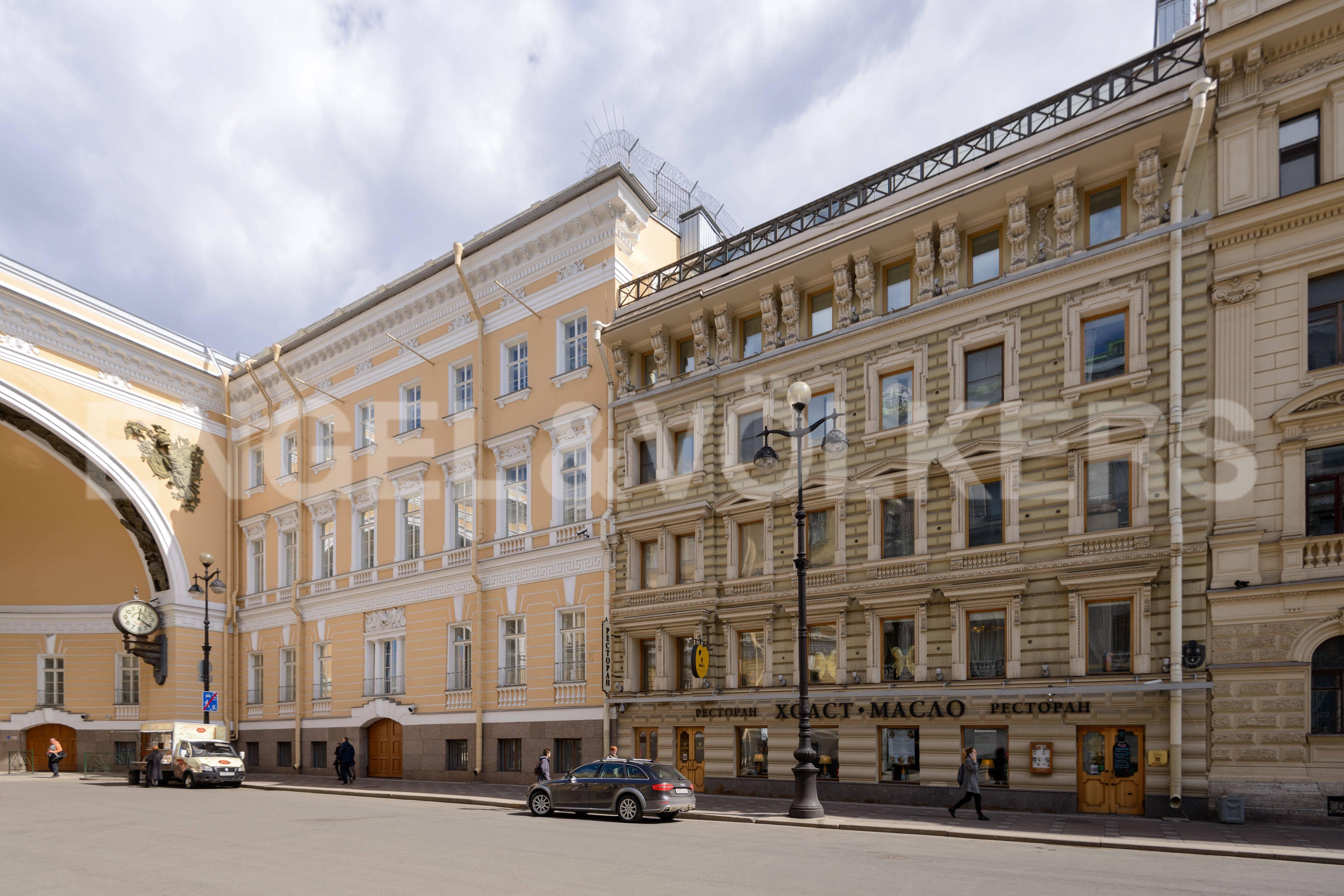 Элитные квартиры в Центральный р-н. Санкт-Петербург, Большая Морская, 4. Фасад дома со стороны Большой Морской улицы