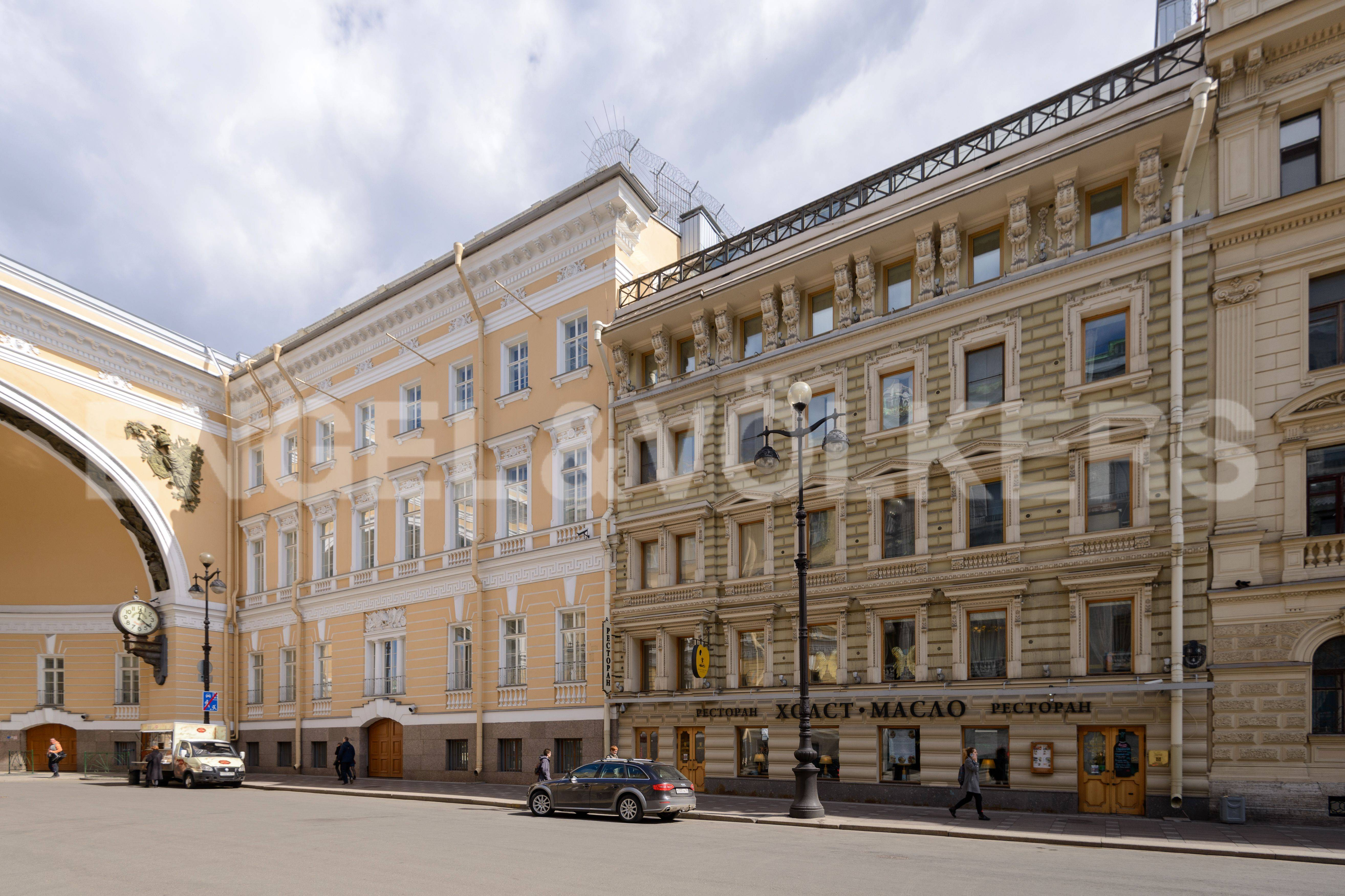Элитные квартиры в Центральном районе. Санкт-Петербург, Большая Морская, 4. Фасад дома со стороны Большой Морской улицы