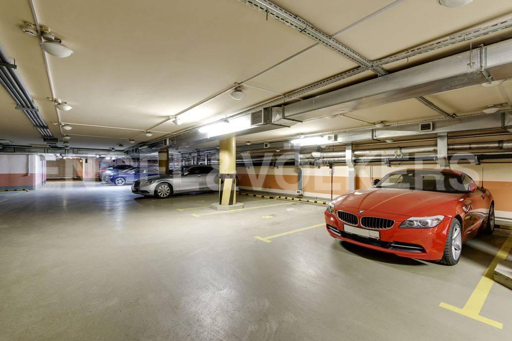 Элитные квартиры в Центральный р-н. Санкт-Петербург, Большая Морская, 4. Отапливаемый подземный паркинг