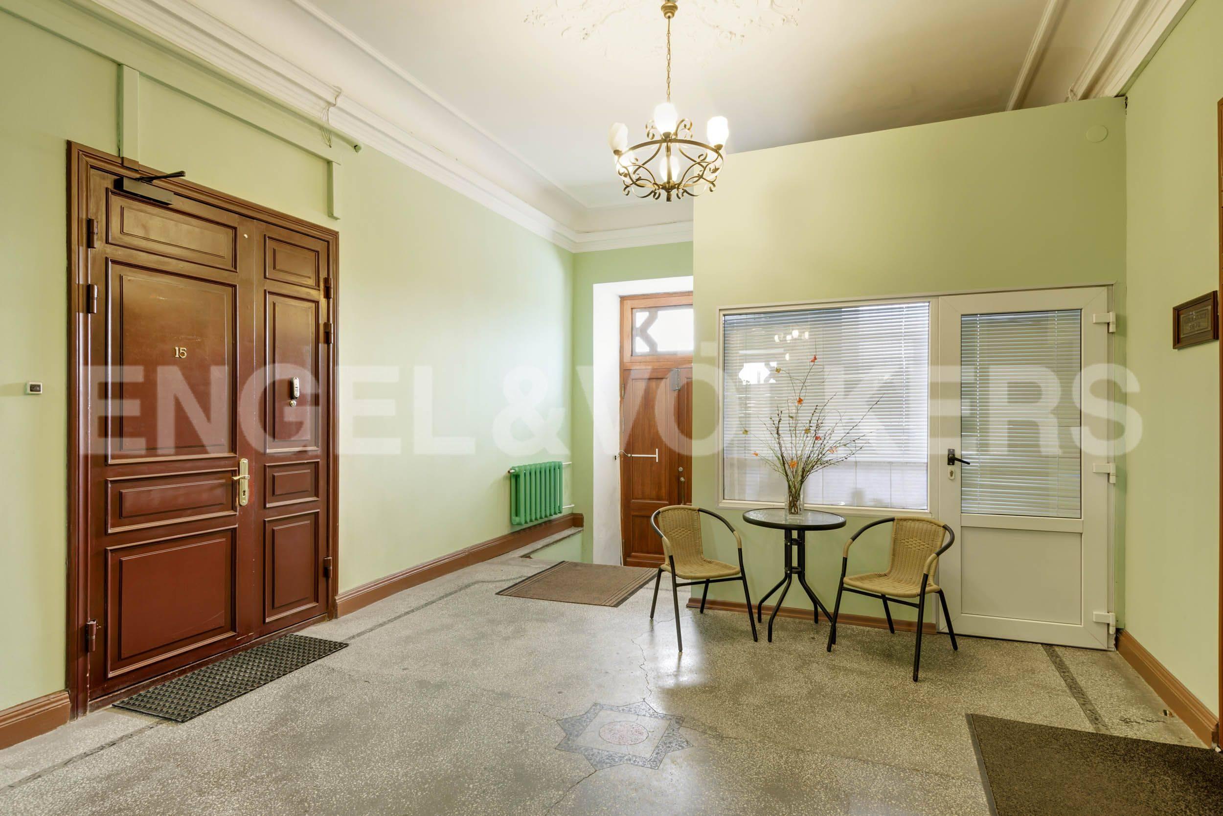 Элитные квартиры в Центральный р-н. Санкт-Петербург, Марсово поле, 3. Служба консьерж 24 в парадной