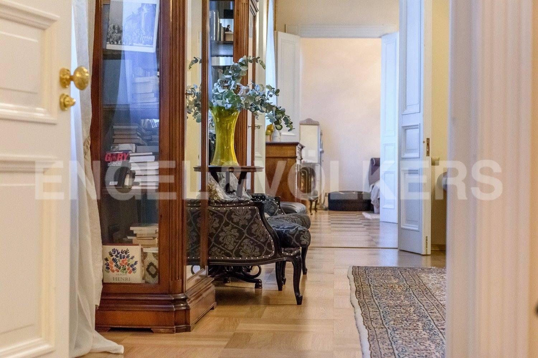 Элитные квартиры в Центральном районе. Санкт-Петербург, Преображенская площадь. Анфилада со стороны детской комнаты (либо второй спальни)