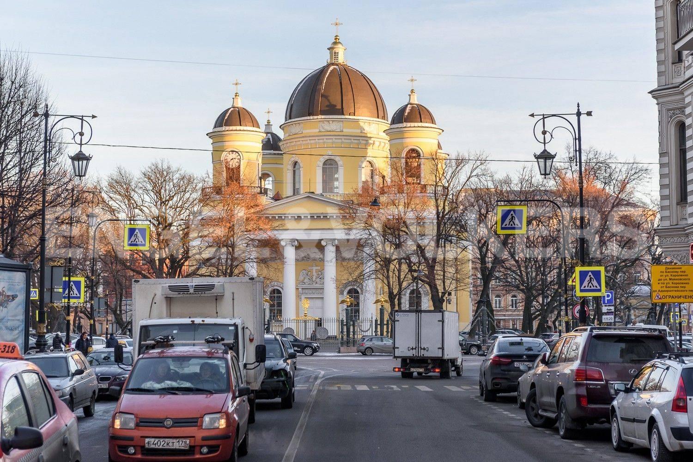 Элитные квартиры в Центральном районе. Санкт-Петербург, Преображенская площадь. Преображенский собор со стороны улицы Пестеля