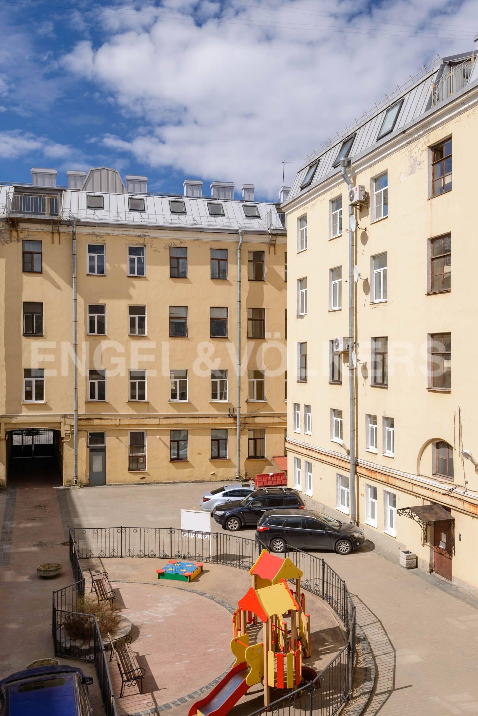 Элитные квартиры в Центральный р-н. Санкт-Петербург, Марсово поле, 3. Вид из окон спальни во внутренний двор
