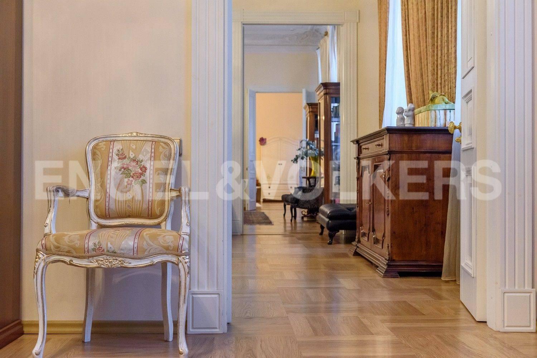 Элитные квартиры в Центральном районе. Санкт-Петербург, Преображенская площадь. Анфилада «спальня - малая гостиная – гостиная- детская комната